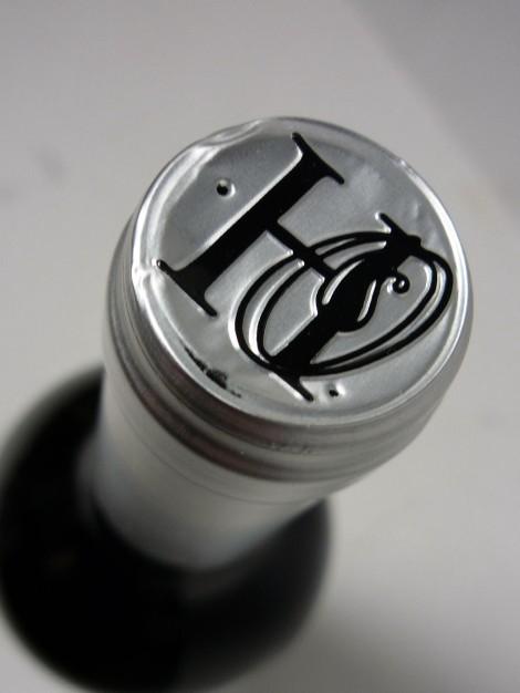 Detalle de la cápsula del vino Horola.
