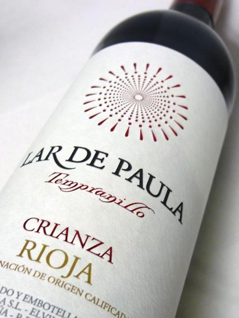 Etiquetado del vino Lar de Paula Tempranillo Crianza.