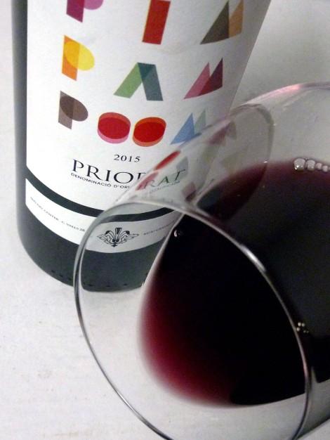 El vino Pim Pam Poom en la copa.