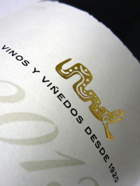 Detalle del etiquetado del vino Dominio Lasierpe Crianza.