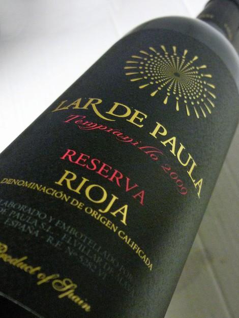 Etiquetado del vino Lar de Paula Reserva.