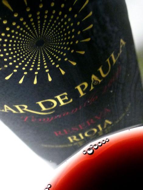 El color del vino Lar de Paula Reserva.