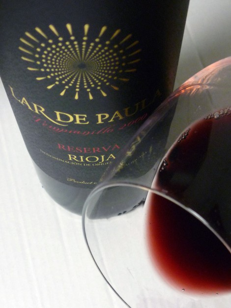 El ribete del vino Lar de Paula Reserva.