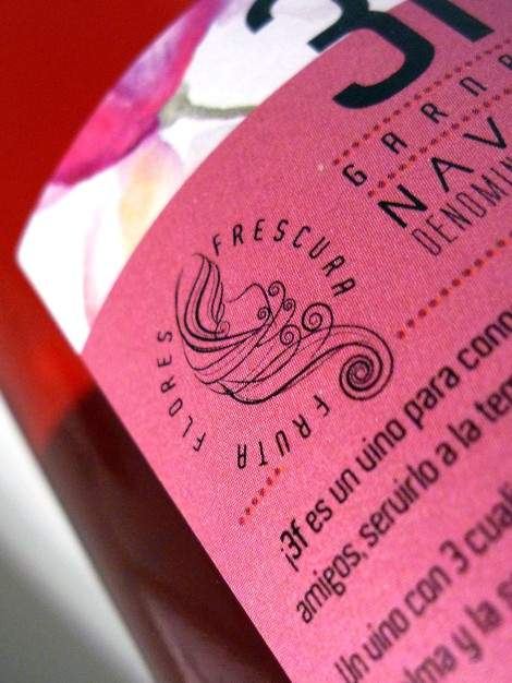 Detalle de la contra etiqueta del vino Beramendi 3f Rosado.