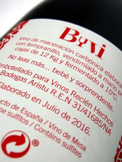 Contra etiqueta del vino Byvi.