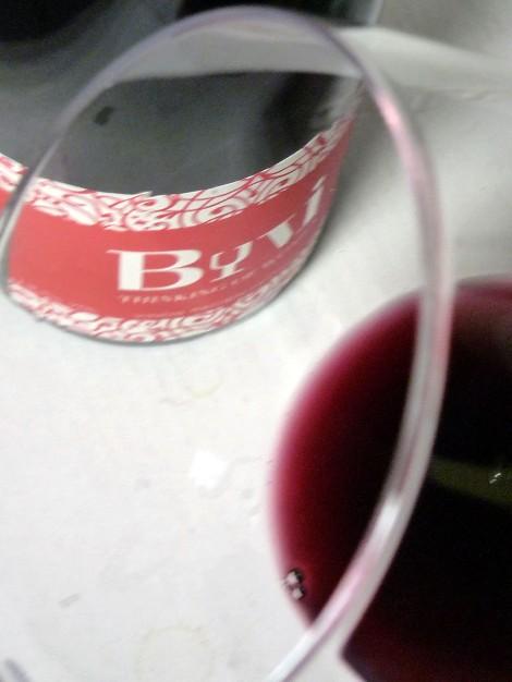 byvi_etiqueta_color_vino_ribete_copa