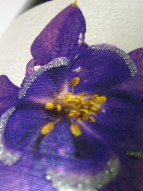 marta_violet_etiqueta_detalle_flor