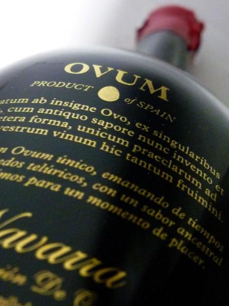 ovum_contra_etiquetado_botella_vino