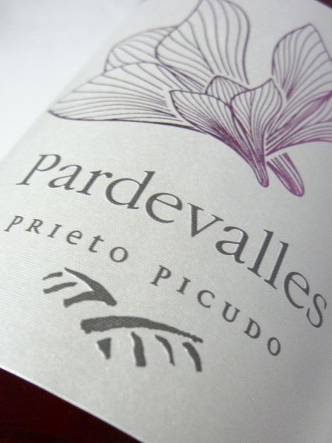 Etiquetado del vino Pardevalles Rosado Prieto Picudo.
