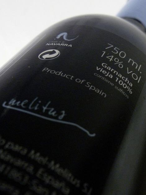 tormento_contra_etiqueta_botella_vino