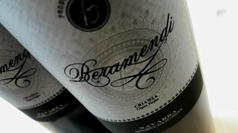Etiquetado del vino Beramendi Cepas Viejas.