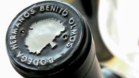 Detalle de la cápsula del vino Los Estares Crianza.
