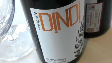 Etiquetado del vino Malaparte Dindi Garnacha.