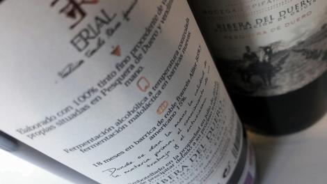Contra etiquetado del vino Erial Tradición Familiar.