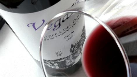 Detalle del ribete del vino Vegazar Tinto.