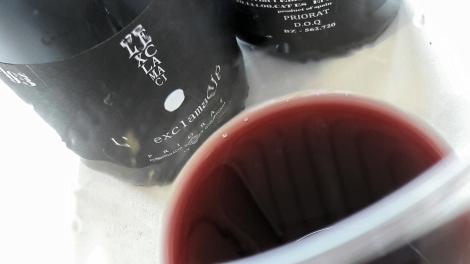 Detalle del color del vino L´Exclamació.