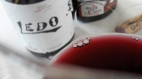 Detalle de la lágrima del vino Ledo.8 Crianza.