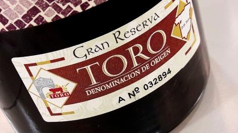 Sello de la D.O. Toro Gran Reserva en la botella de Liber.