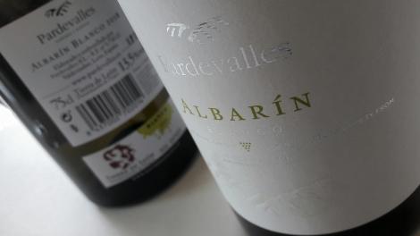 El etiquetado Pardevalles Albarín Blanco.