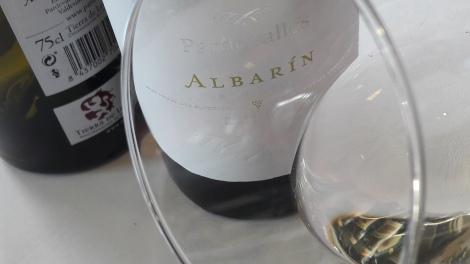 Ribete del vino Pardevalles Blanco.