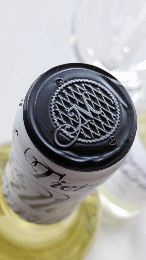 Detalle de la cápsula de la botella de Tierras de Murillo Viura.