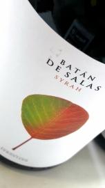 Etiquetado de la botella de Batán de Salas Syrah.