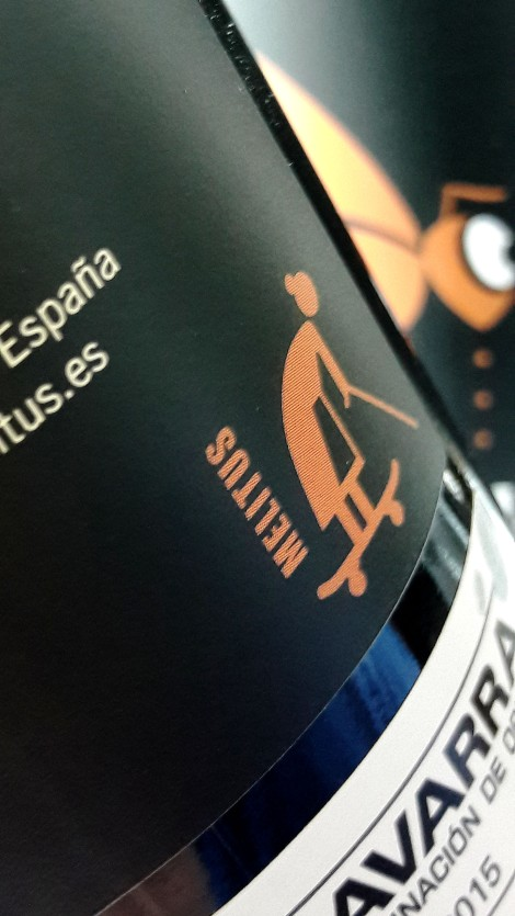 Detalle de la contra etiqueta del vino Mel Lita Tinto 2015.