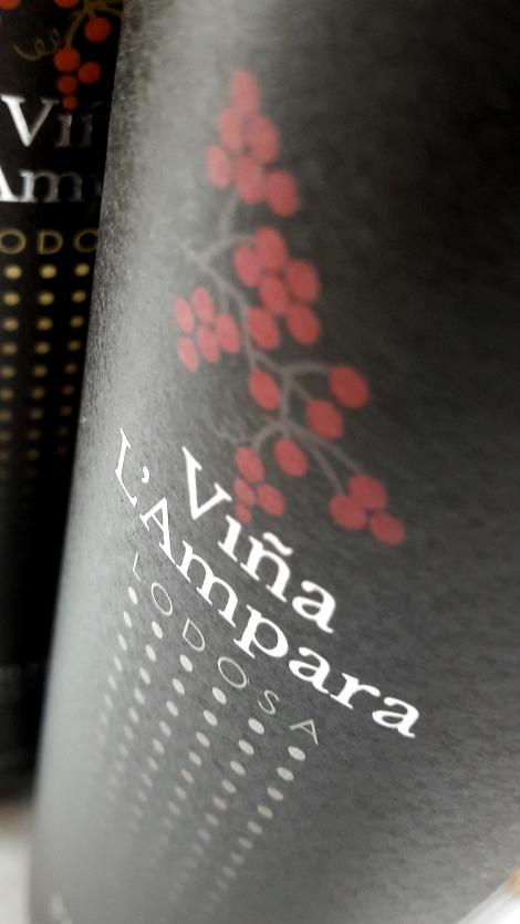 Detalle del etiquetado de Viña L´Ampara Garnacha.