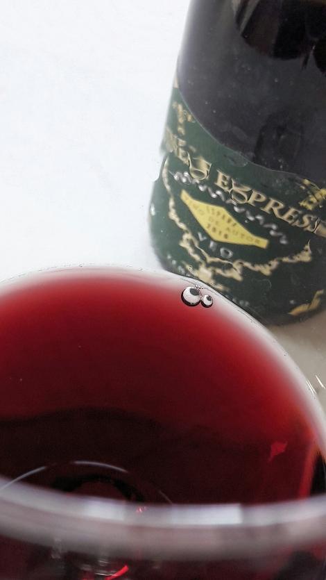 Detalle del color del vino Vineae Expressio Tempranillo.