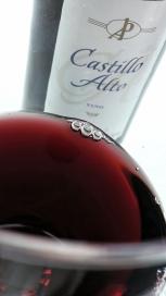 Detalle del color del vino Castillo Alto
