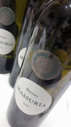 Las botellas vacías de Massuria.