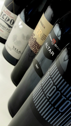 Las cinco botellas de vino de la cata.