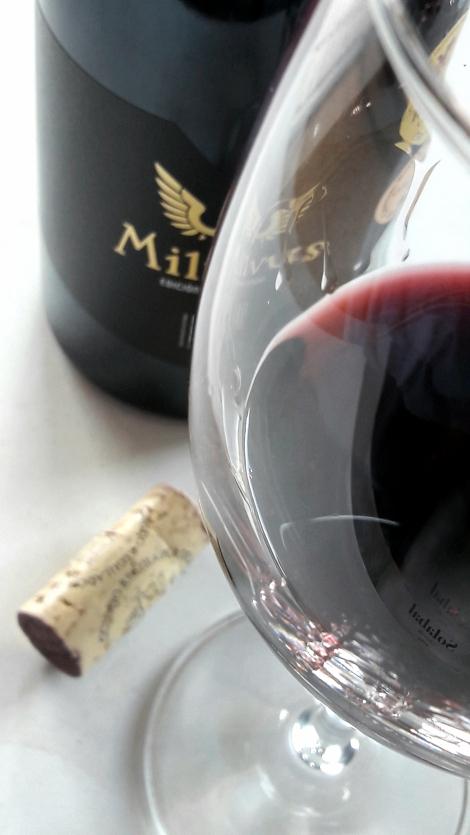 El vino Milvus Edición Especial en la copa.