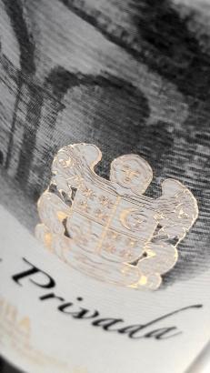Detalle del escudo de la Familia (logotipo de la bodega).