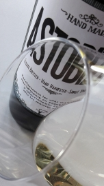 Ribete del vino Txakoli Astobiza 2014.