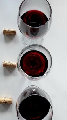 Los tres vinos de Basilio Berisa y sus corchos.