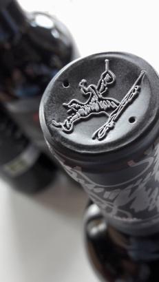 Detalle de las cápsulas de los vinos de Basilio Berisa.