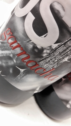 Detalle de la etiqueta del vino Masusta Garnacha.