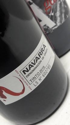 Sello de la D.O. Navarra en la botella de Masusta Garnacha.
