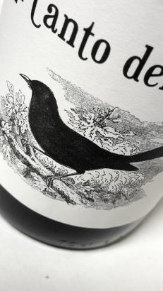Detalle de la etiqueta del vino El Canto del Mirlo.