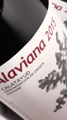 Etiqueta frontal del vino Alaviana 2015.