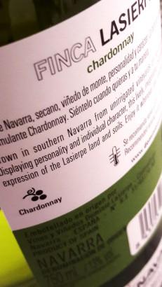 Contra etiqueta del vino Finca Lasierpe Chardonnay 2017.