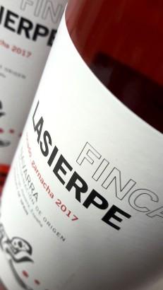 Etiquetado del vino Finca Lasierpe Garnacha 2017.