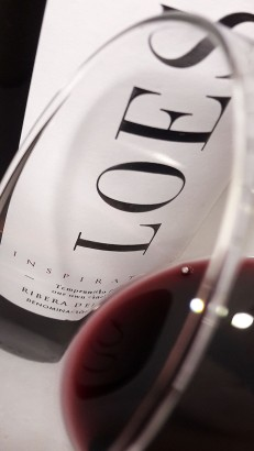 Detalle del ribete del vino Loess Inspiration 2015.