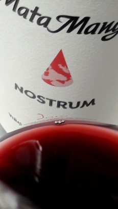 Detalle del color del vino Nostrum.