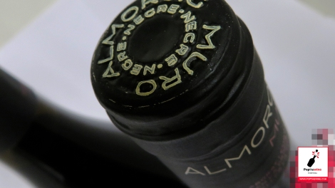 almoroig_2007_capsula_botella_vino