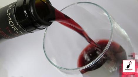 almoroig_2007_servicio_vino
