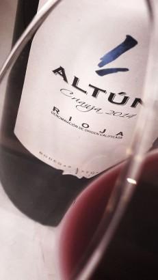 El ribete del vino Altún Crianza 2014.