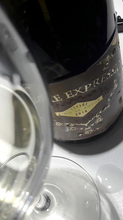 cata_de_uvas_francesas_en_espana_vineae_expressio_chardonnay_copa