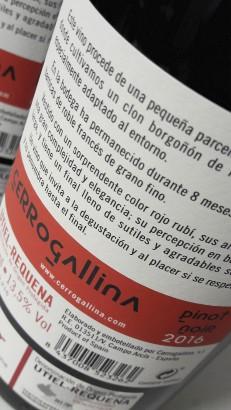 Contra etiqueta del vino Cerrogallina Pinot Noir 2016.